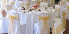 Wedding-Table-Setting-Gold